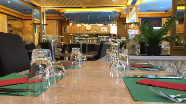 Restaurant le Cèdre Vue de la salle
