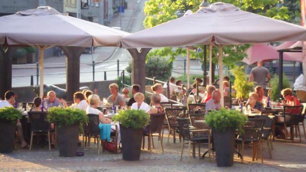 Grand Café Neubourg terras